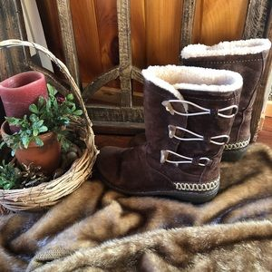 UGG Kona boots in choc brown size 7